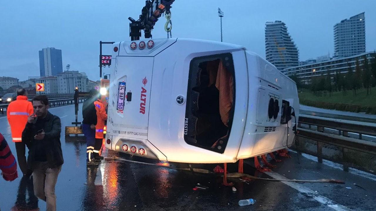 İstanbul'da servis aracı devrildi!.. Çok sayıda yaralı var!