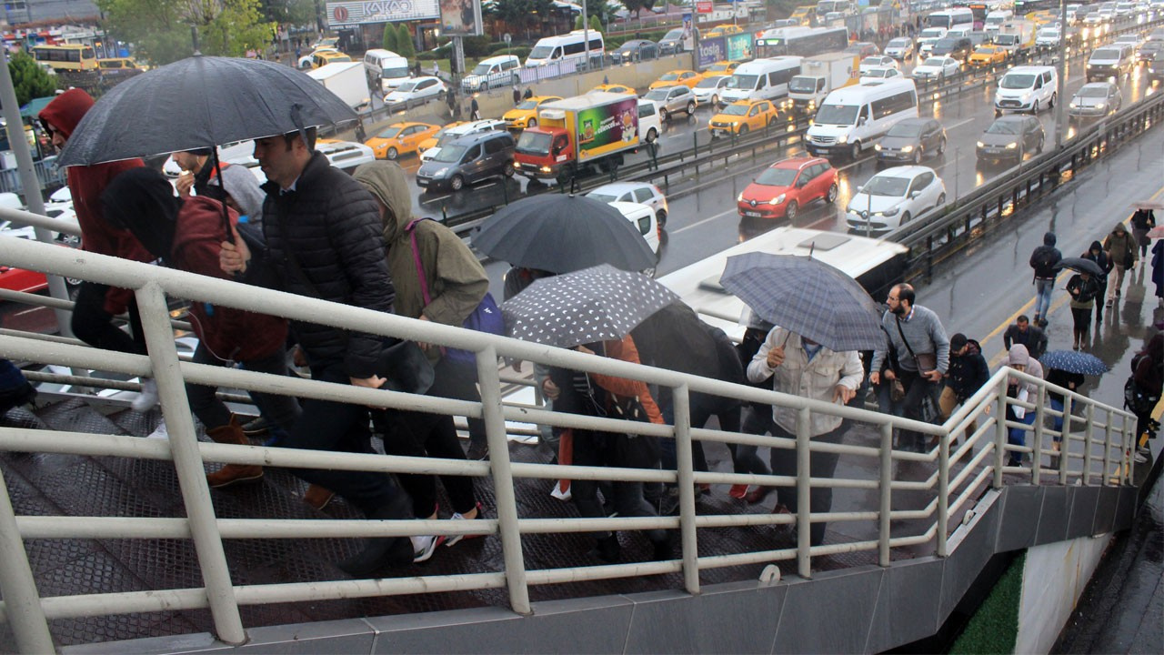 İstanbul'da sağanak yağış etkili oluyor!