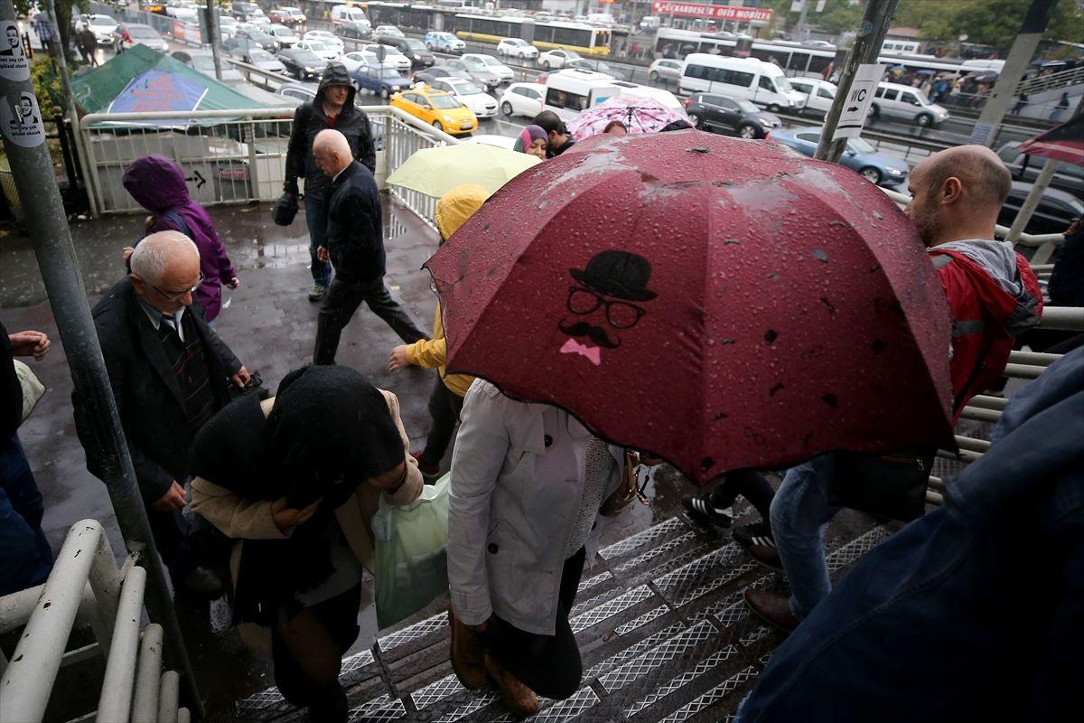 İstanbul'da kuvvetli yağıştan manzaralar - Sayfa 1