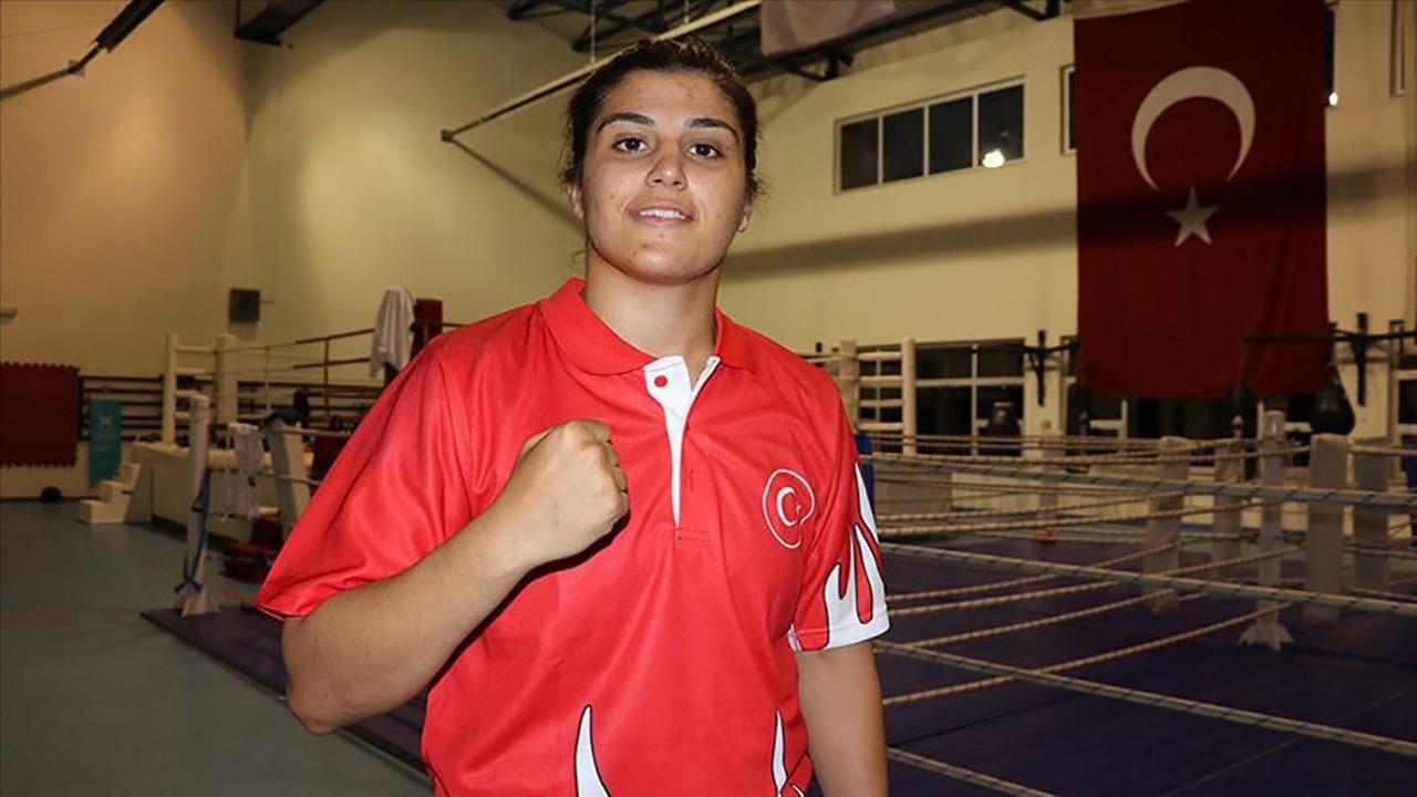 Milli sporcu Busenaz Sürmeneli'den altın madalya