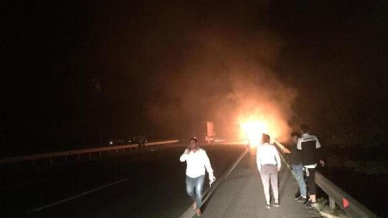 Futbolcuları taşıyan otobüs alev alev yandı