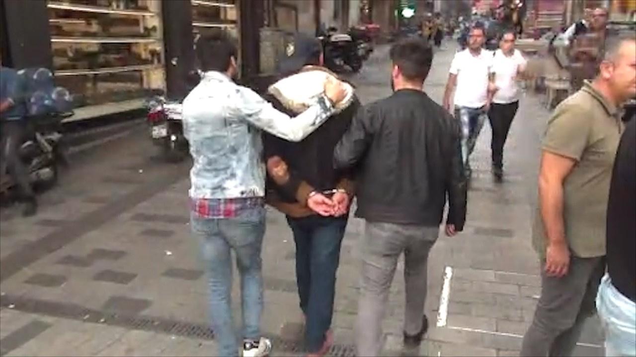 Beyoğlu'nda şüpheli çanta alarmı!
