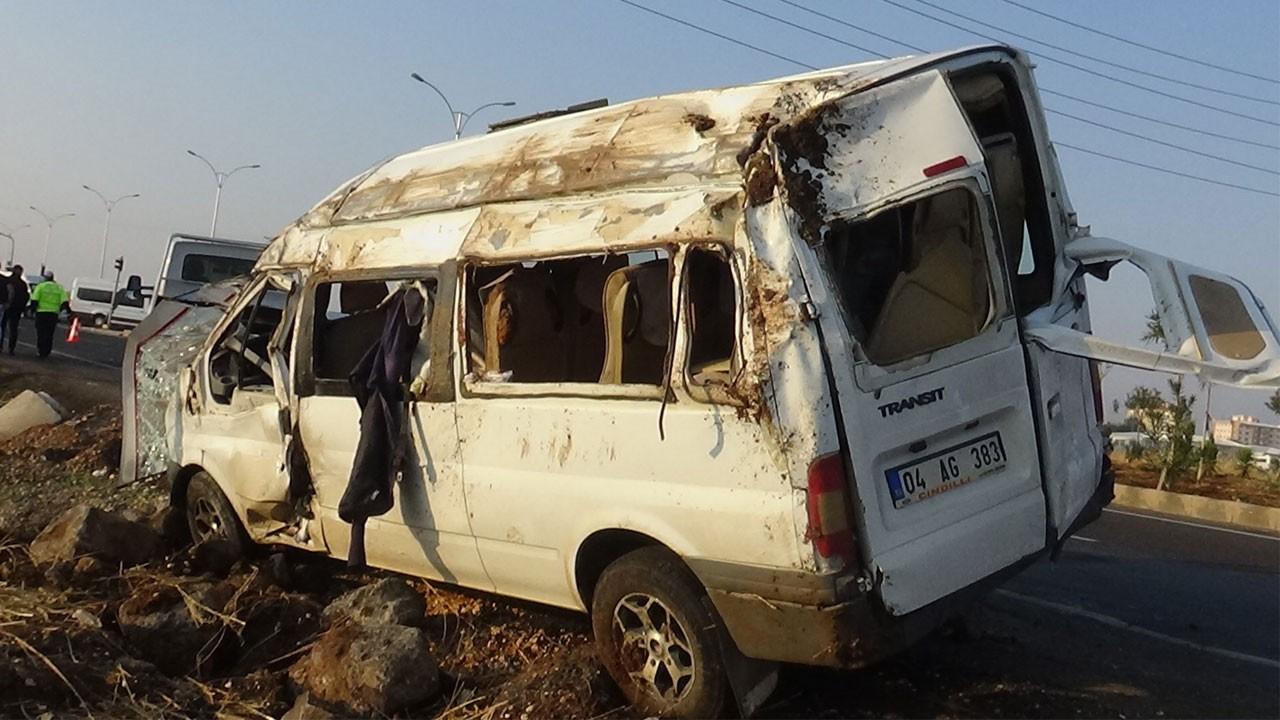 Tarım işçilerini taşıyan minibüs devrildi!