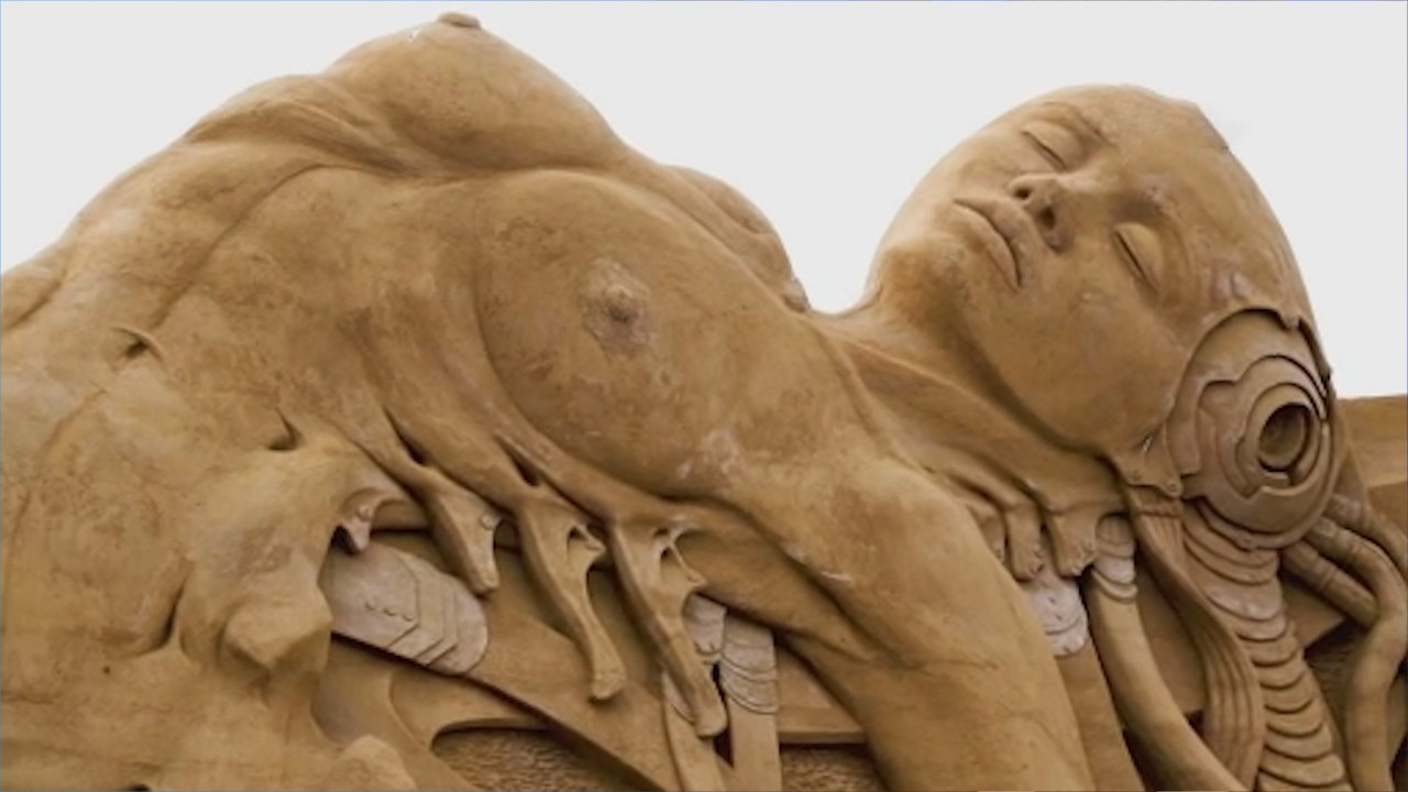 Kum heykeller hayran bıraktı!
