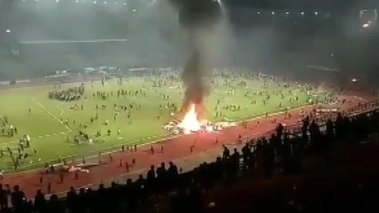 Takım mağlup oldu! Taraftar stadı yaktı!