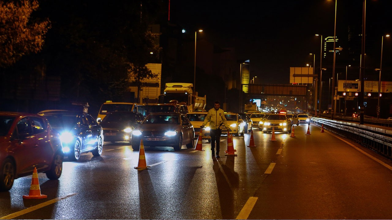 Yola çıkacaklar dikkat!.. İstanbul'da bu yollar trafiğe kapatıldı!