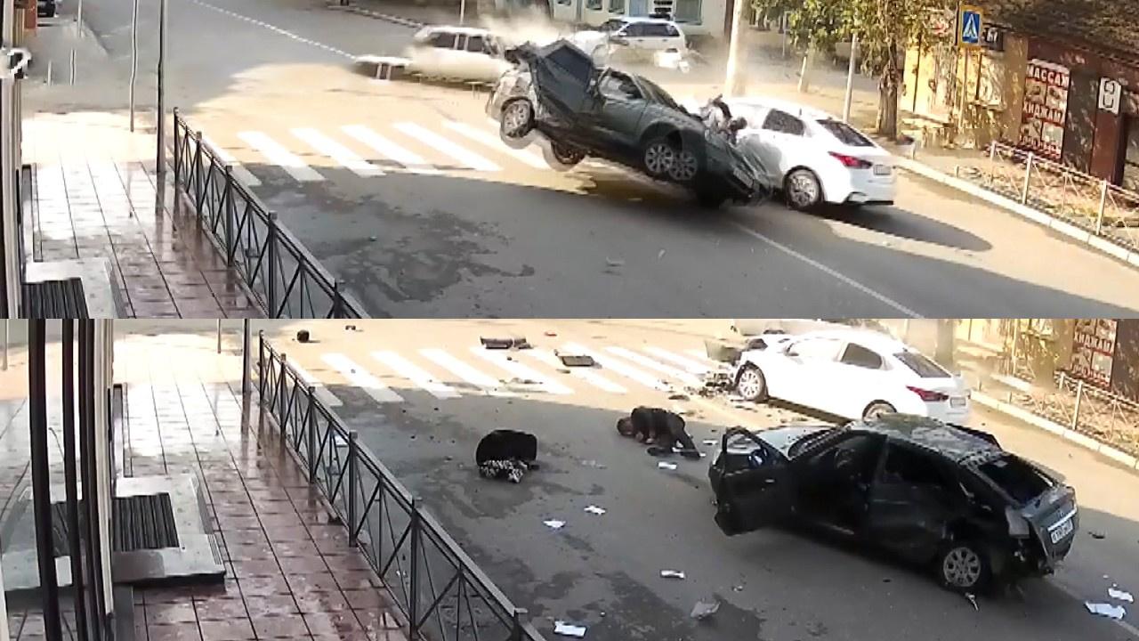 Feci kaza kamerada!.. Çarpışmanın şiddetiyle araçtan böyle fırladılar!