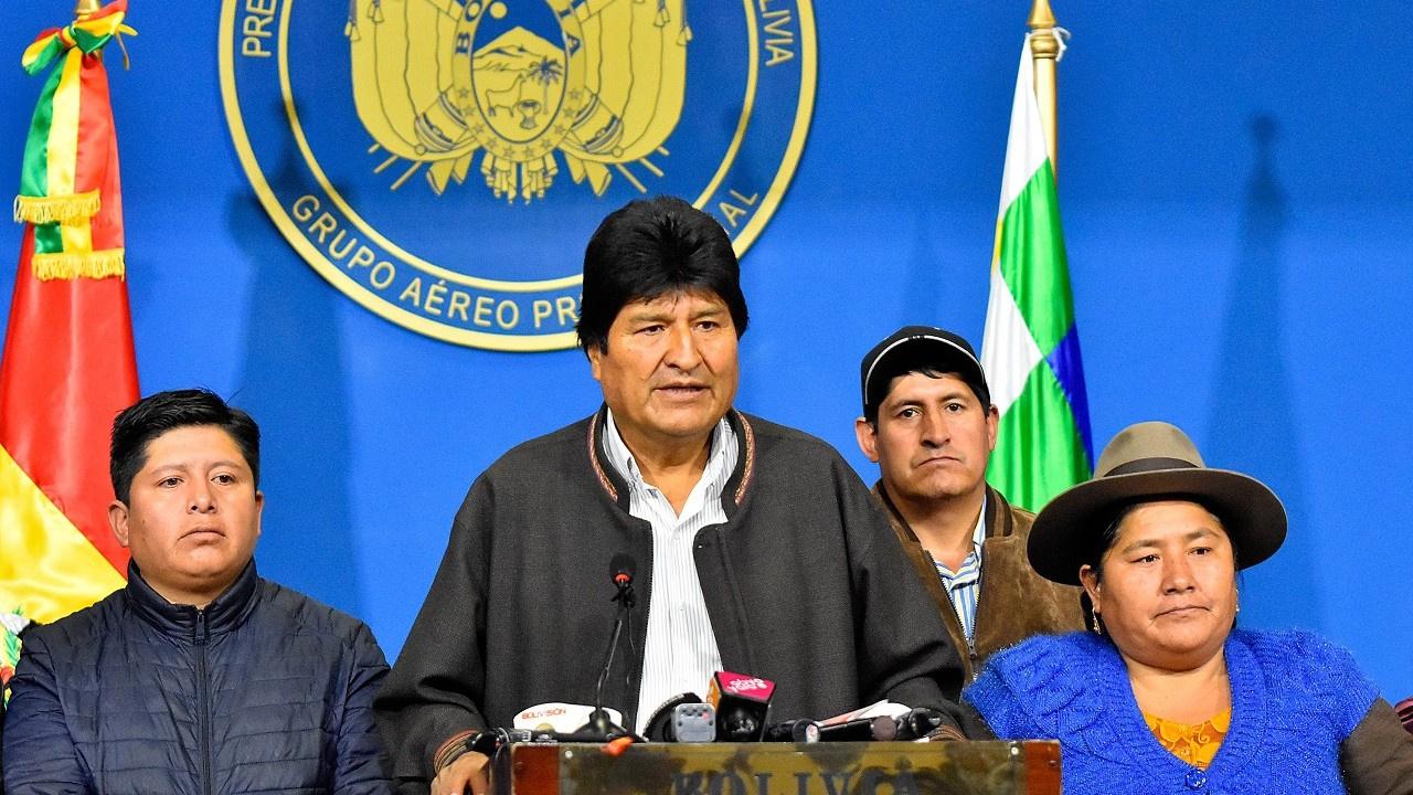 Ordu istedi, Evo Morales görevi bıraktı