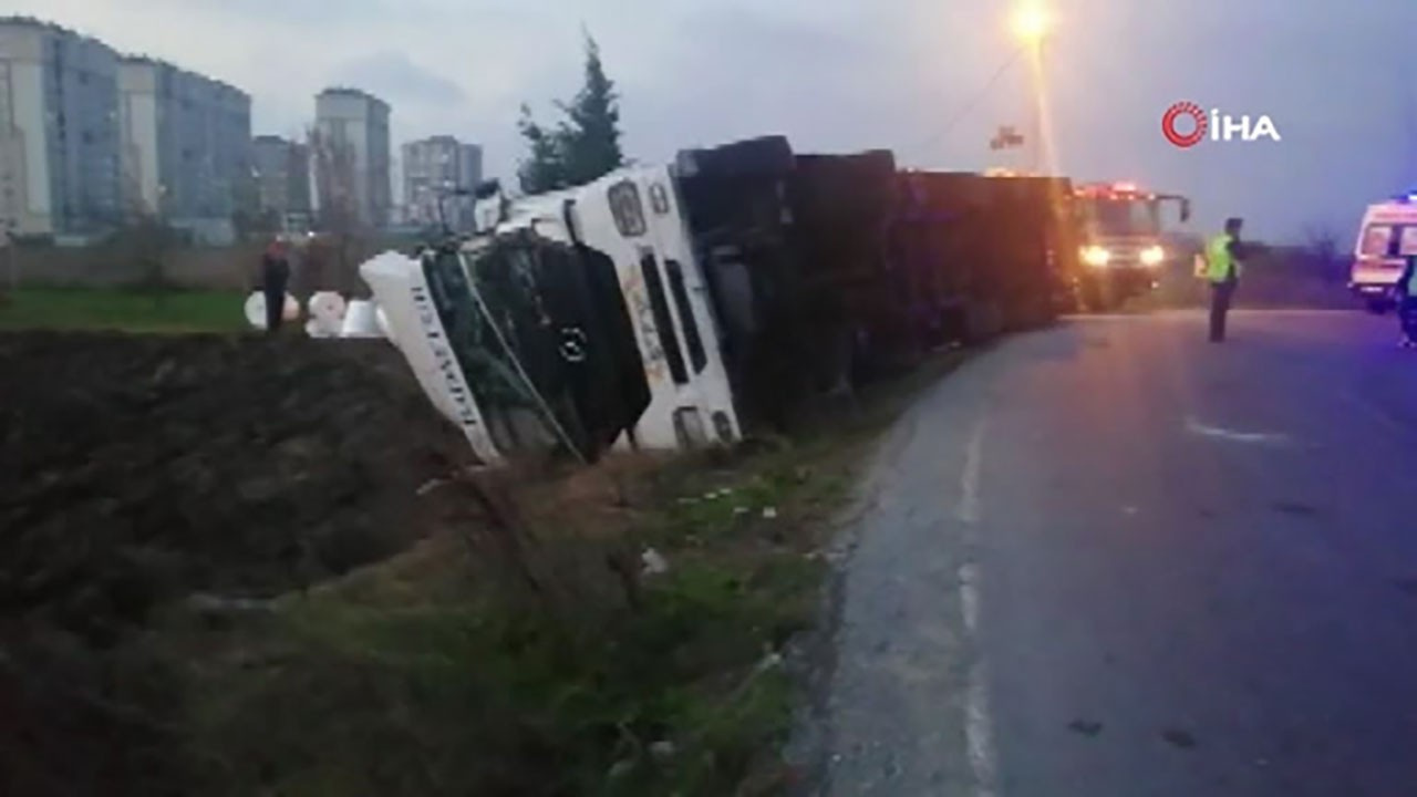 İstanbul'da korkunç kaza: Bisikletli şahıs devrilen tırın altında can verdi