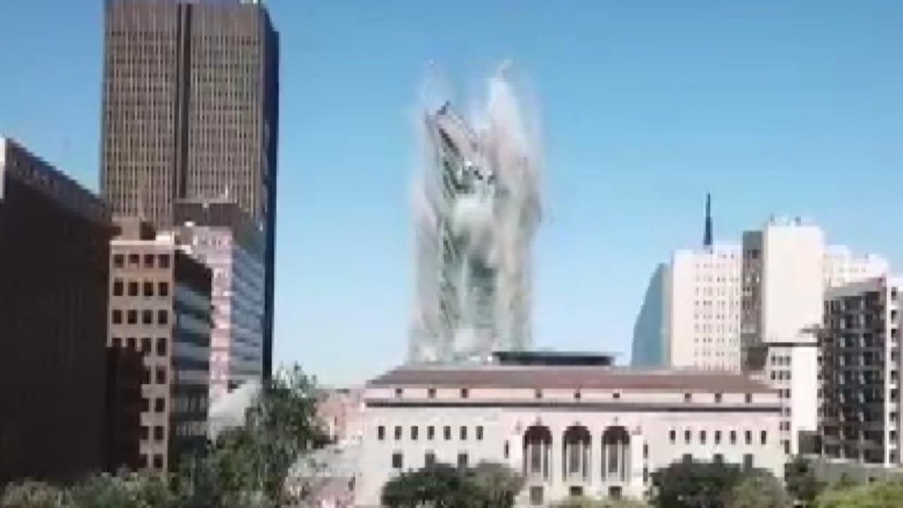 108 metre yüksekliğindeki bina böyle yıkıldı!