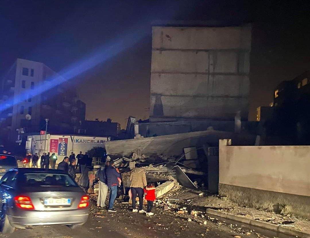 Arnavutluk'ta deprem felaketi!.. Bilanço ağır!.. Enkaz altında kalanlar, ölenler ve yaralananlar var! - Sayfa 3