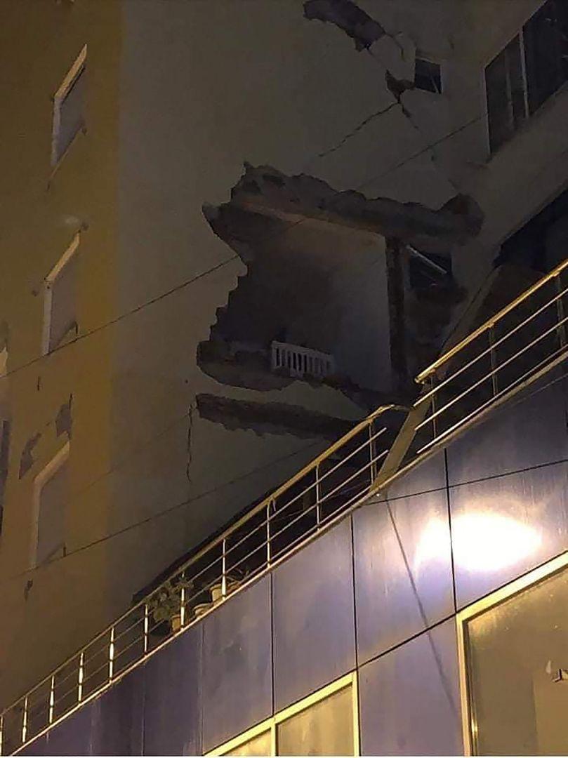 Arnavutluk'ta deprem felaketi!.. Bilanço ağır!.. Enkaz altında kalanlar, ölenler ve yaralananlar var! - Sayfa 4