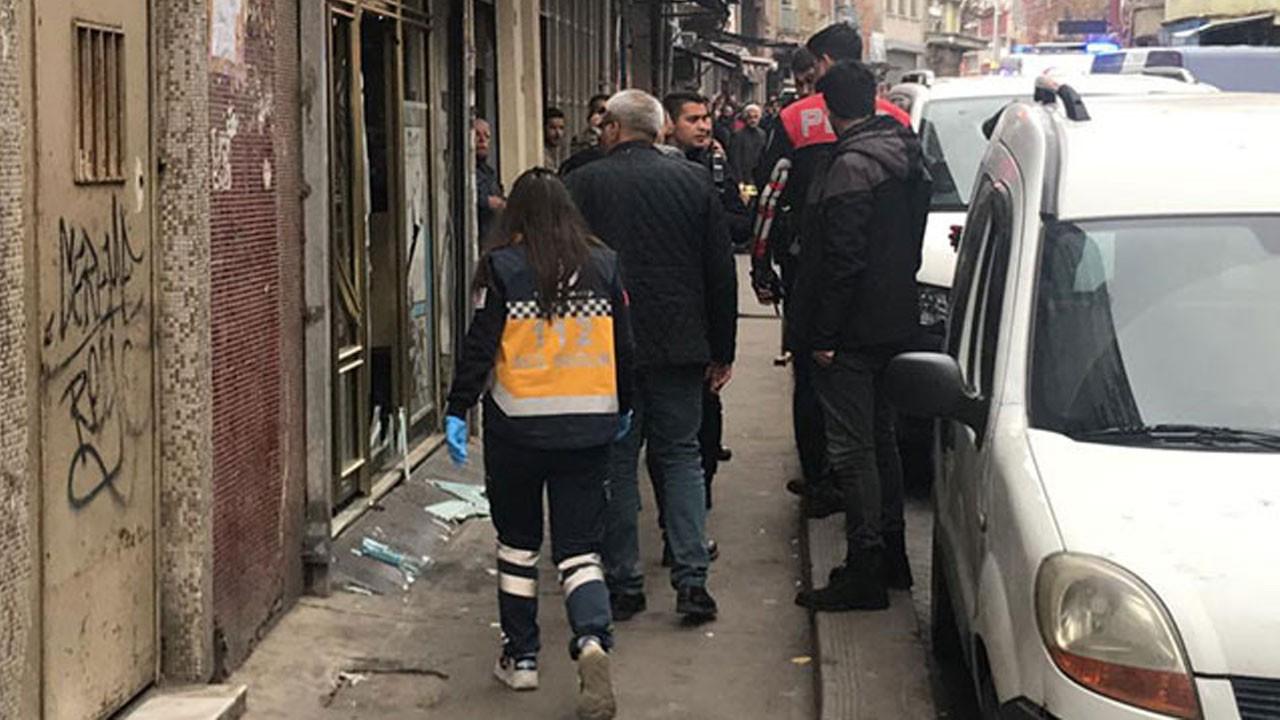 Beyoğlu'nda internet kafe tarandı!.. Yaralılar var