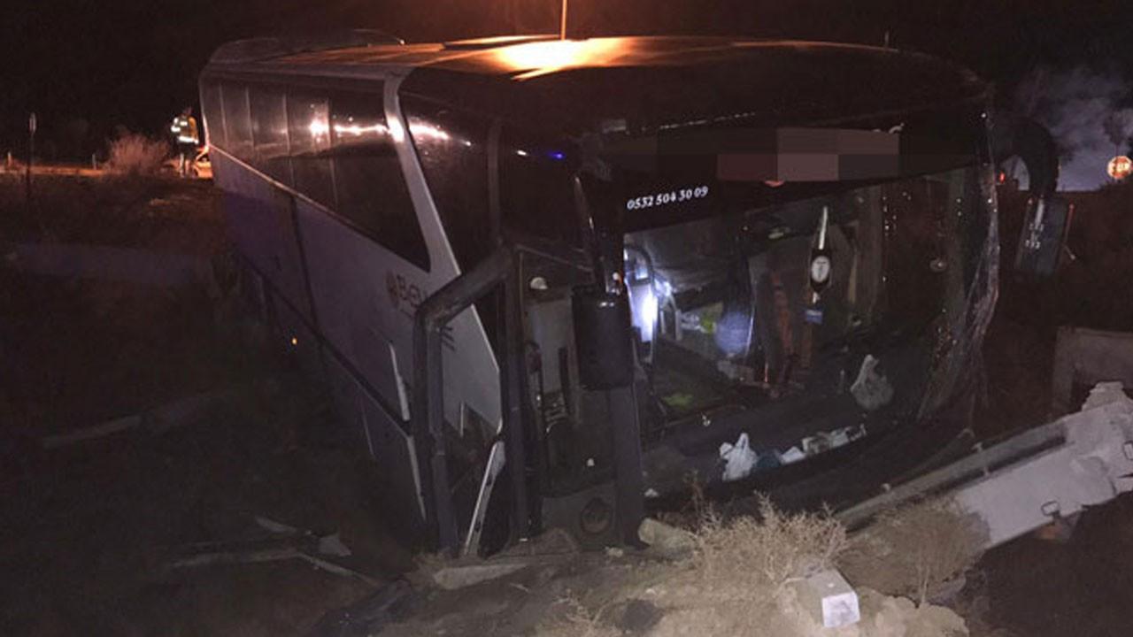 Taraftar otobüsü kaza yaptı!.. Çok sayıda yaralı var!