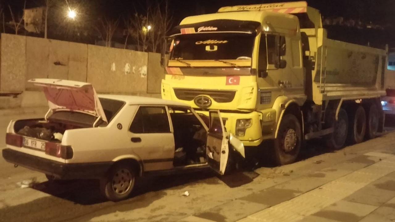 Ankara'da korkunç kaza!.. Park halindeki kamyona çarptı!.. Durumu ağır!