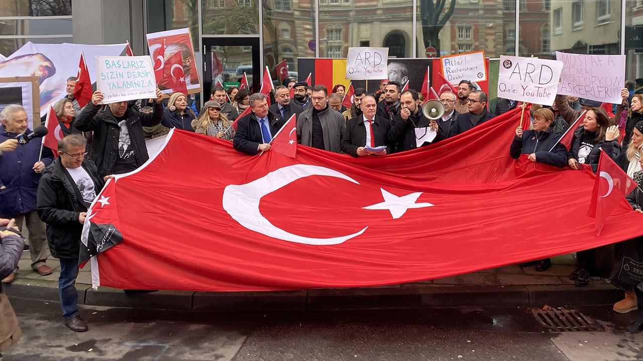 Atatürk'e yönelik çirkin yayın protesto edildi