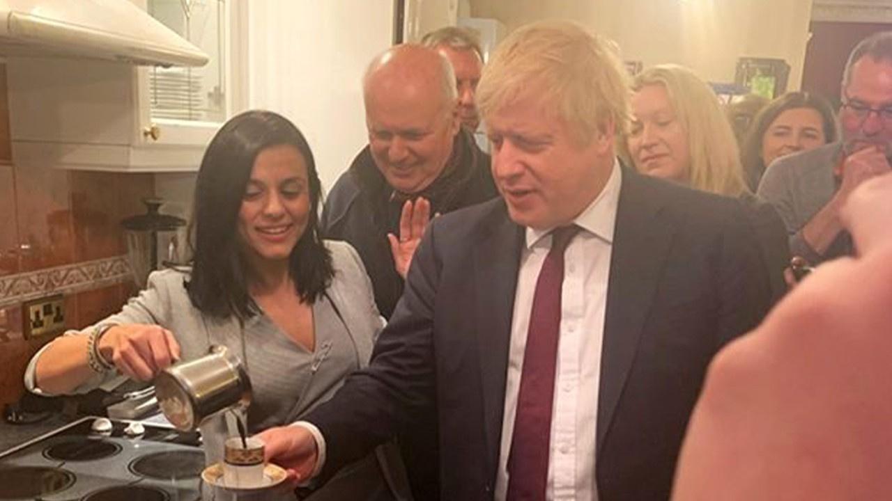 Türk şarkıcı, Boris Johnson'ı evinde ağırladı