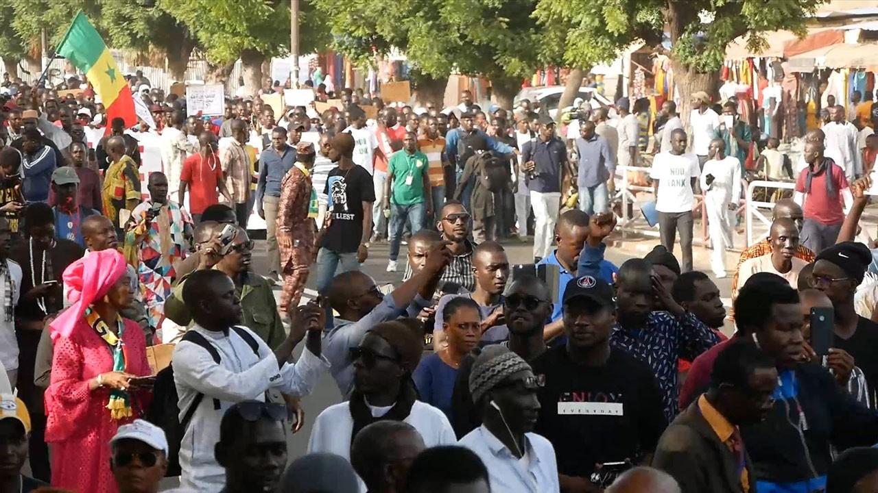 Senagal'de yüz binler sokakta