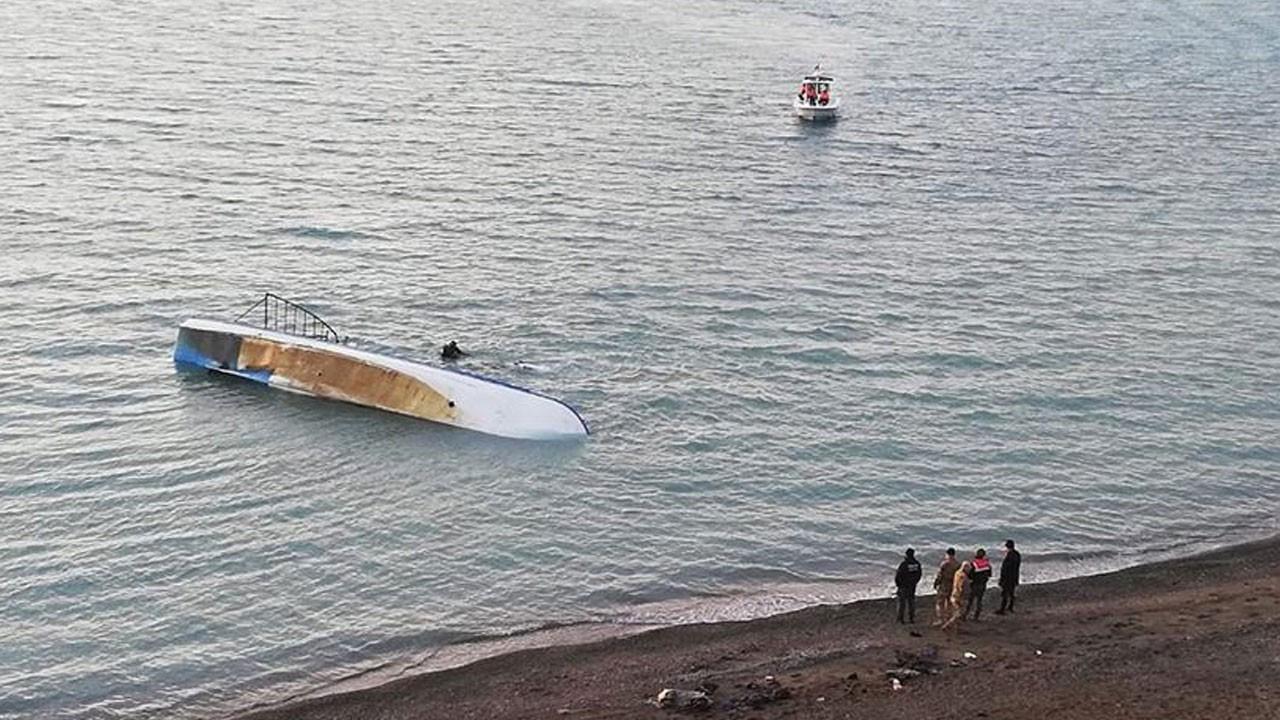 Van Gölü'nde göçmen teknesi battı!