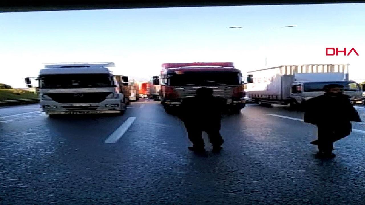 Nakliyeciler kontak kapattı, trafiği kilitledi