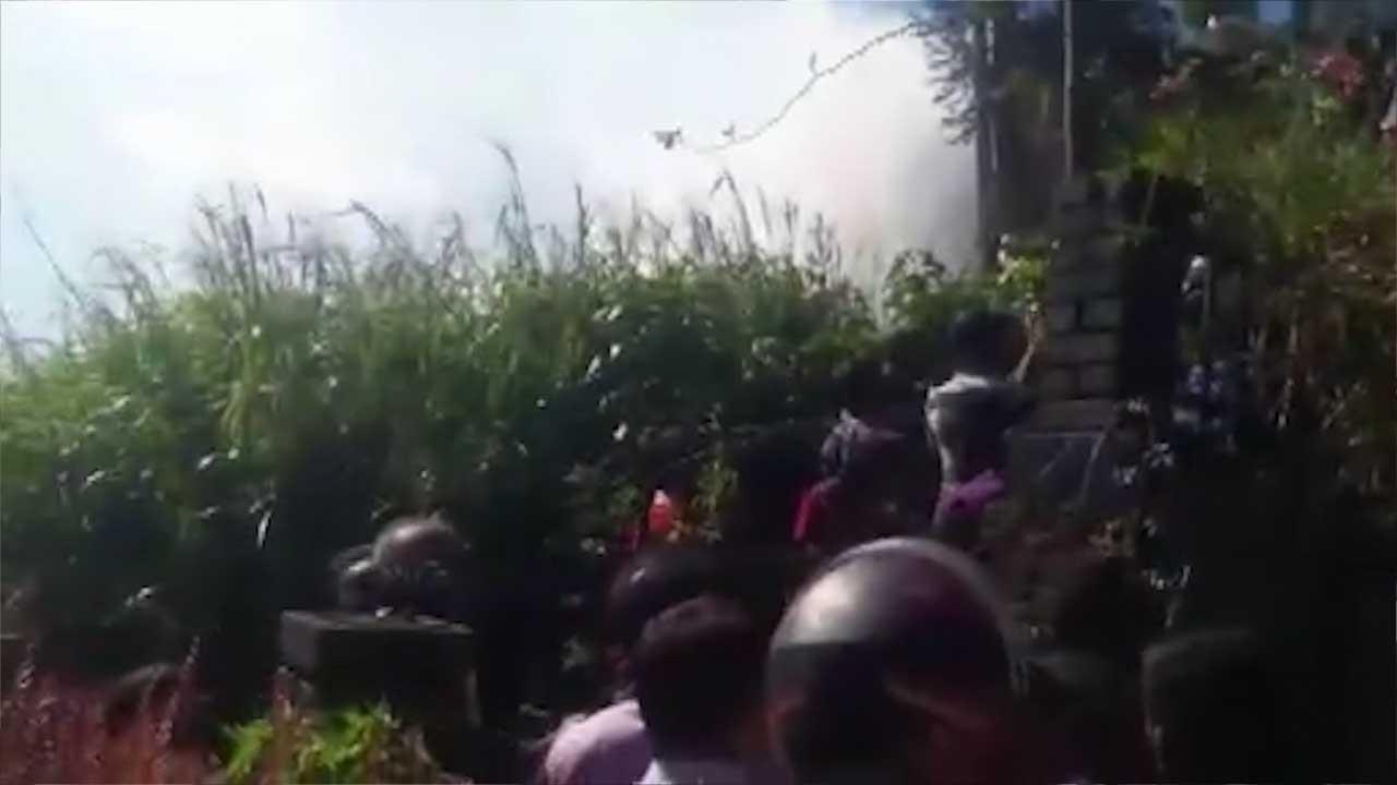 Sri Lanka'da askeri uçak düştü!