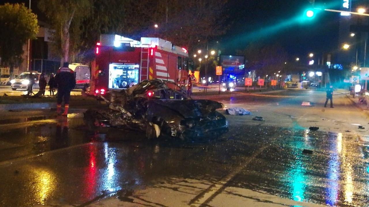 Takla atan araçtan caddeye savruldular: 2 ölü