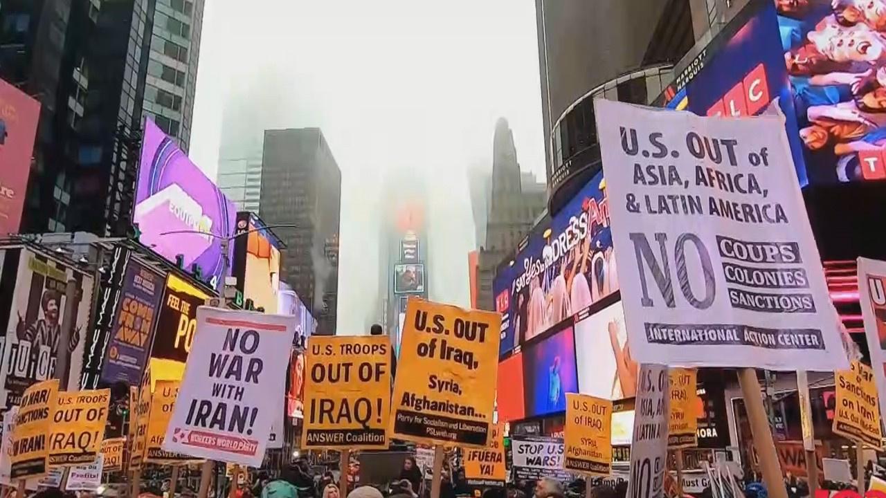 Times Meydanı'nda protesto ettiler