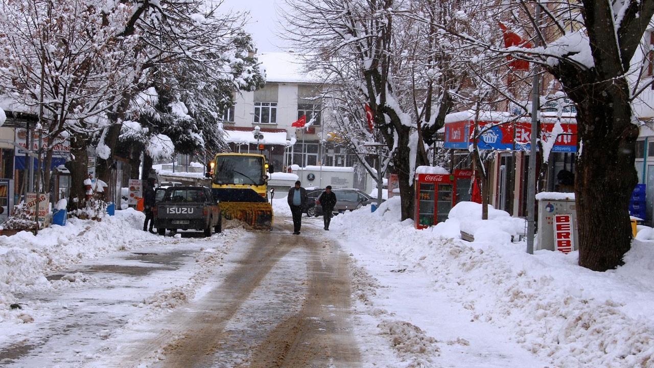 İzmir Ödemiş'te kar kalınlığı yarım metreyi buldu!