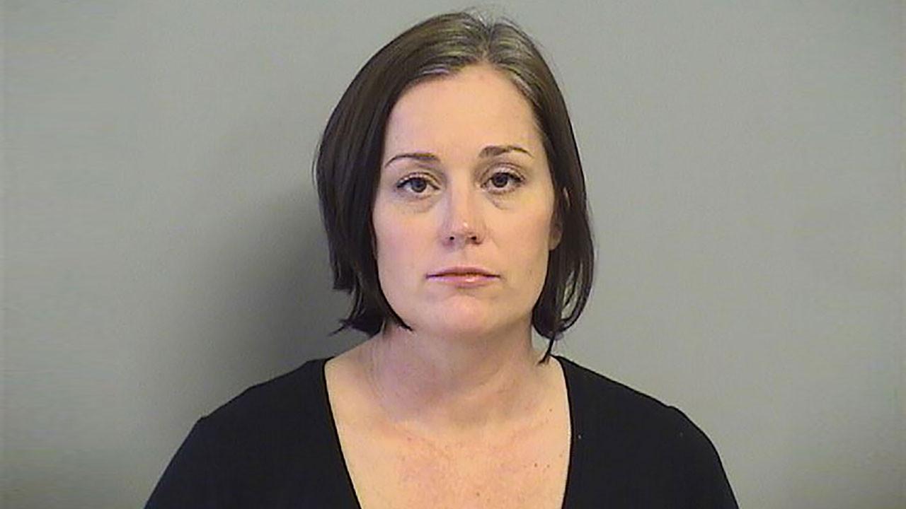 Meslektaşıyla birlikte öğrencisine tecavüz eden Joyce Churchwell tutuklandı.