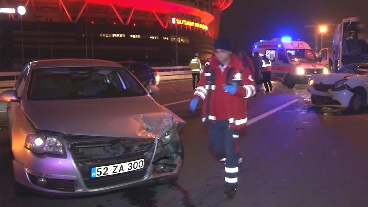 TEM'de kaza: 1'i ağır 10 kişi yaralandı