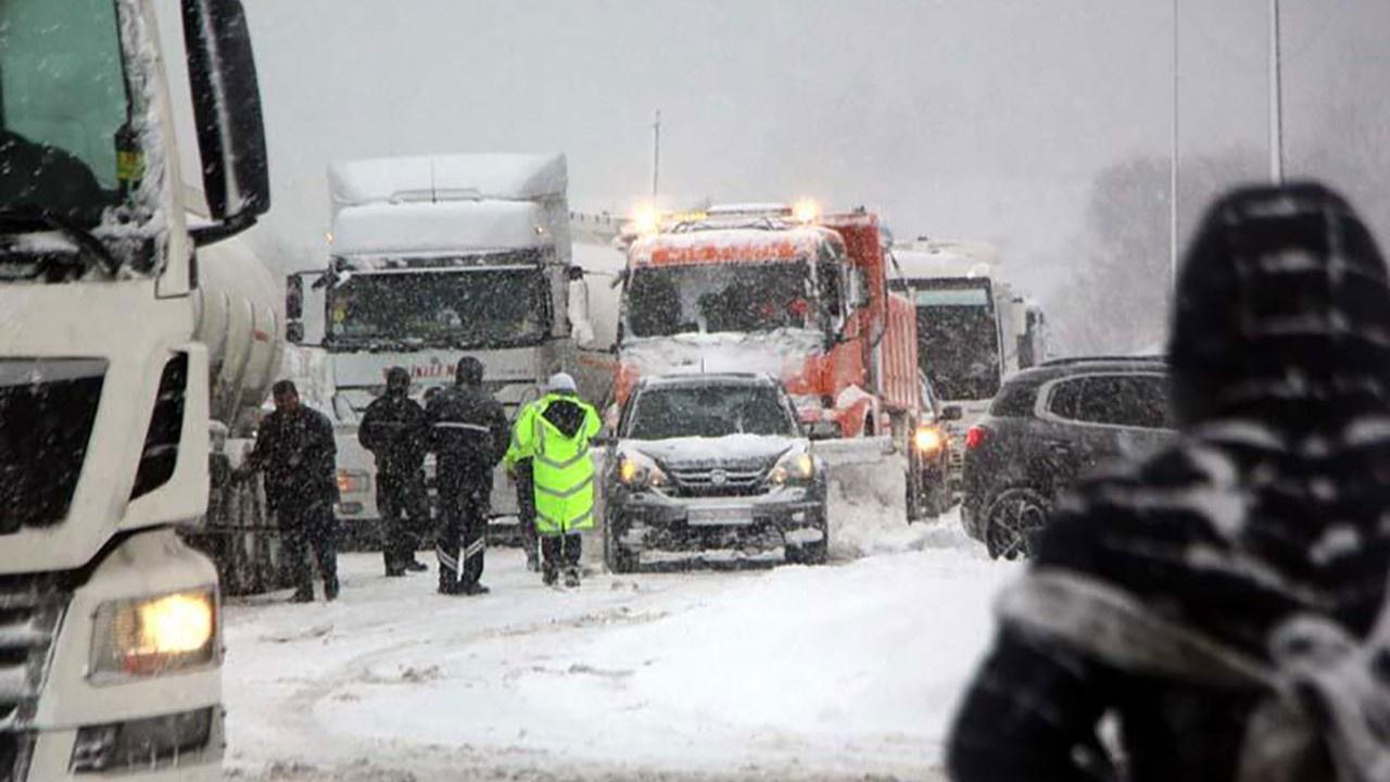 TEM yolu Bolu Dağı İstanbul yönü ulaşıma kapandı