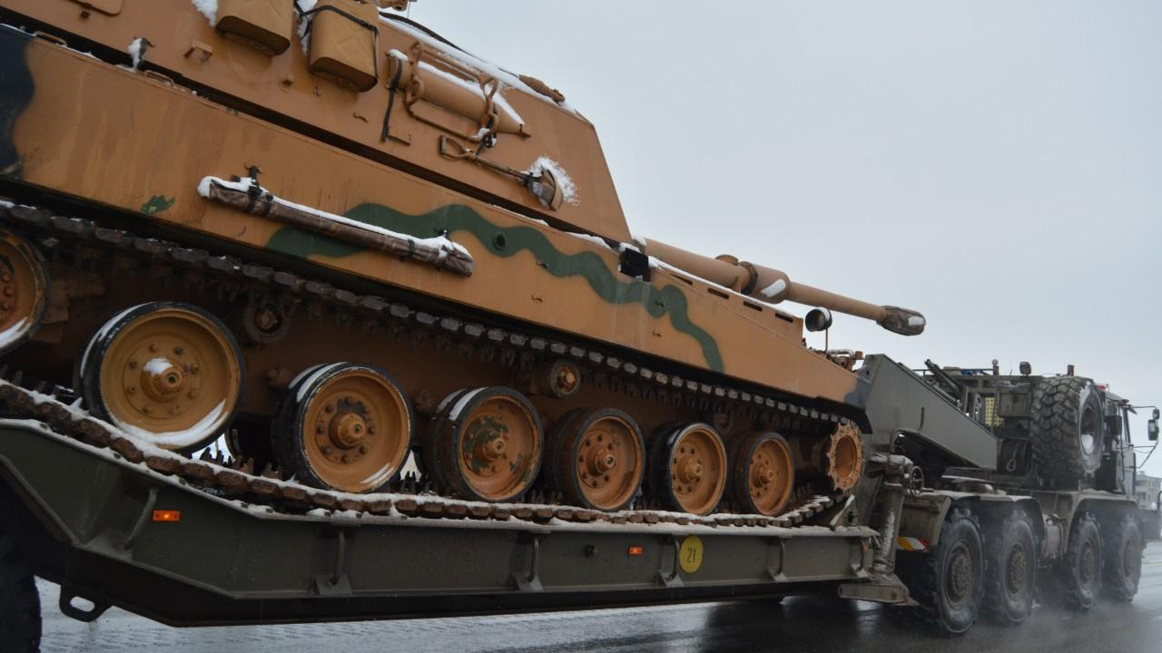 Tank ve Fırtına obüsleri Suriye sınırına sevk edil