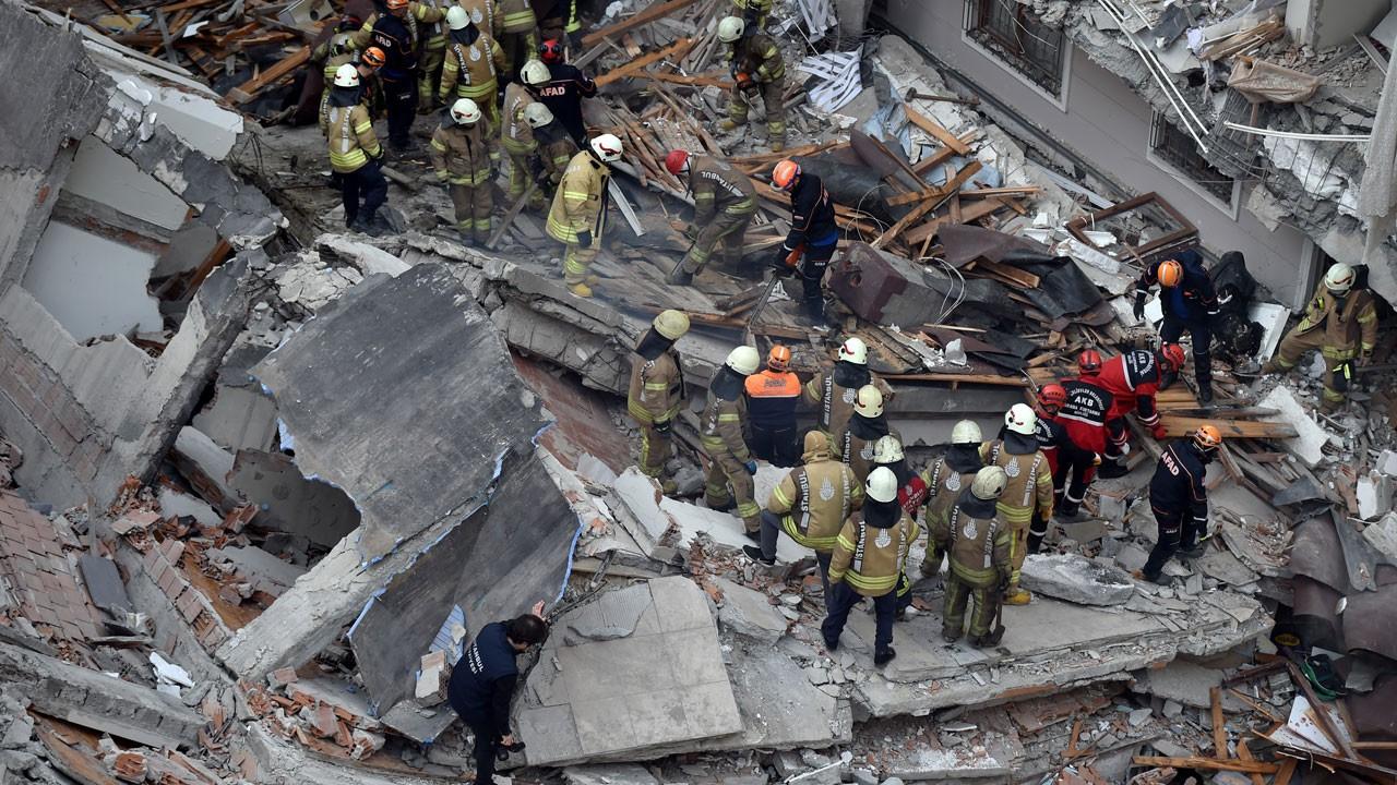 Vali Yerlikaya'dan çöken bina ile ilgili açıklama