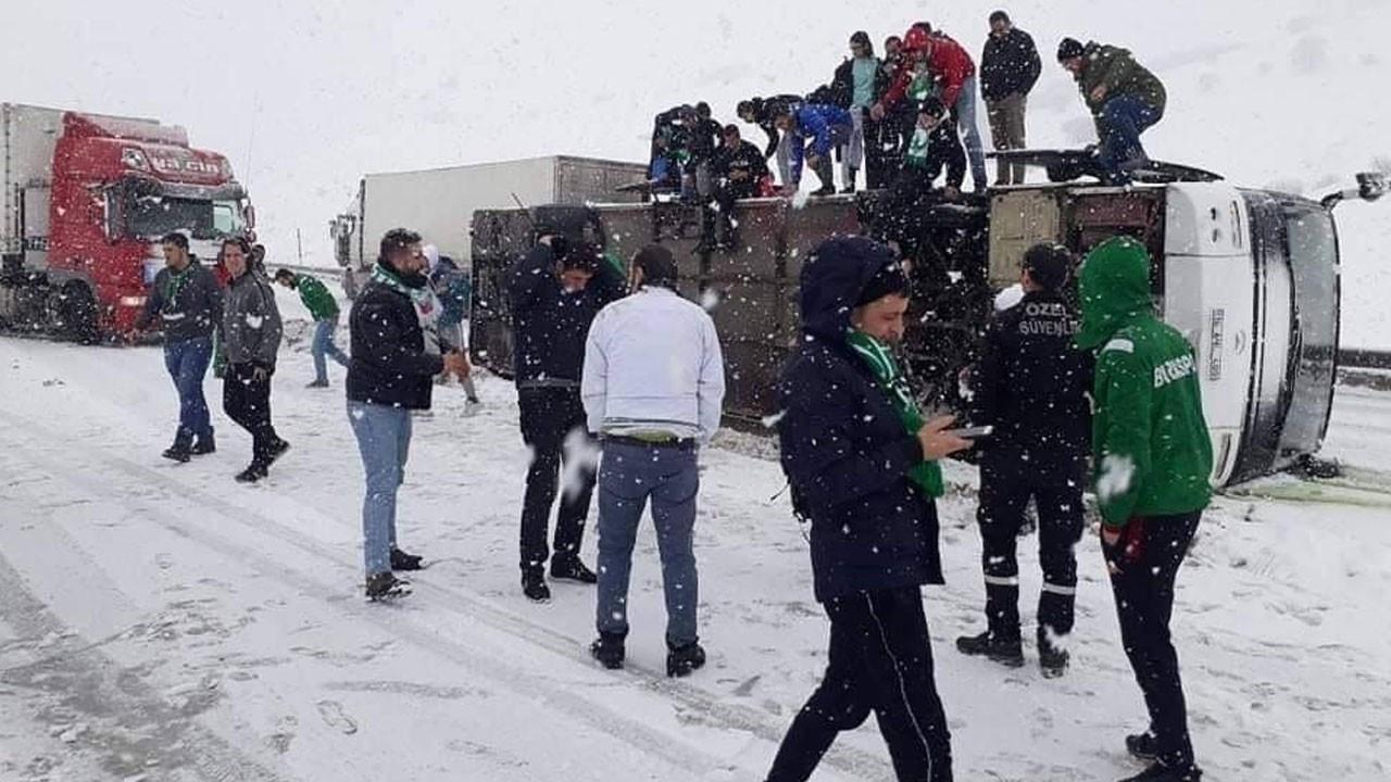 Bursaspor taraftarını taşıyan otobüs devrildi!