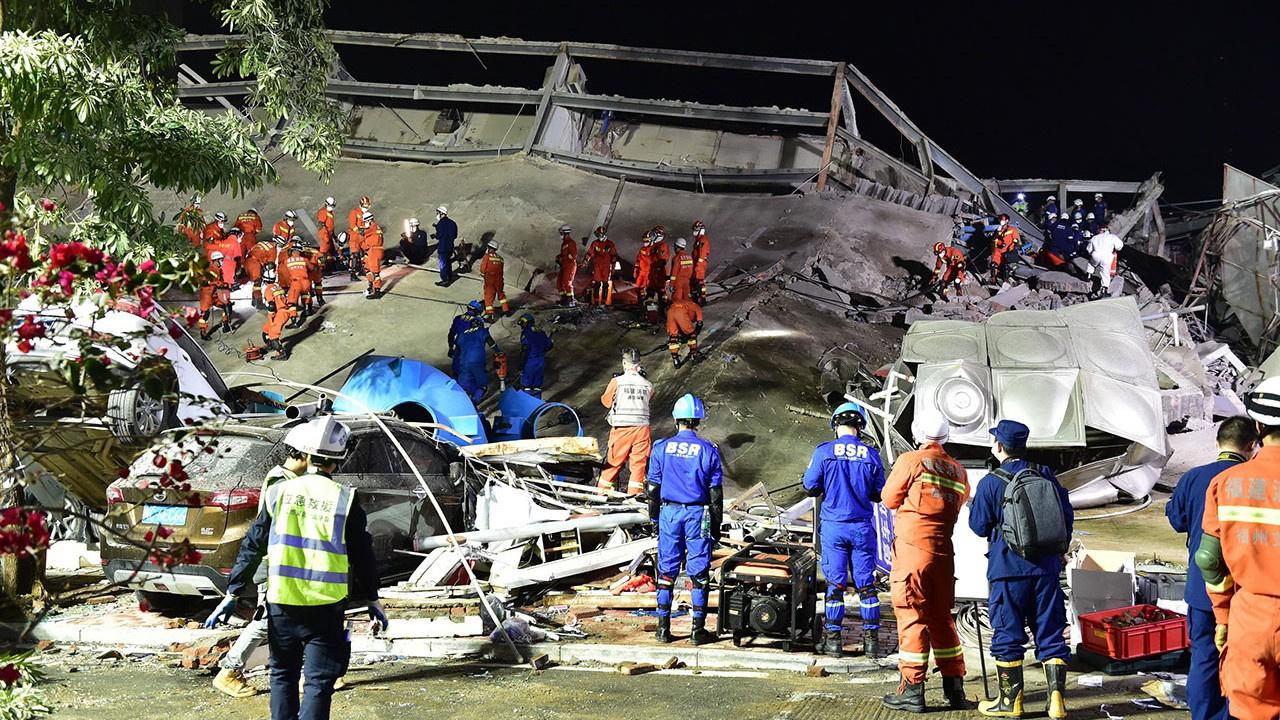 Çöken karantina otelinden 49 kişi kurtarıldı