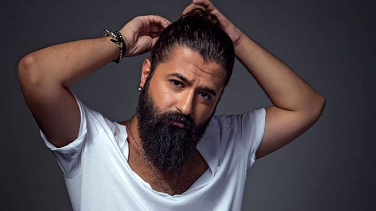 Ünlü şarkıcı 12 yıl sonra sakalını kesti