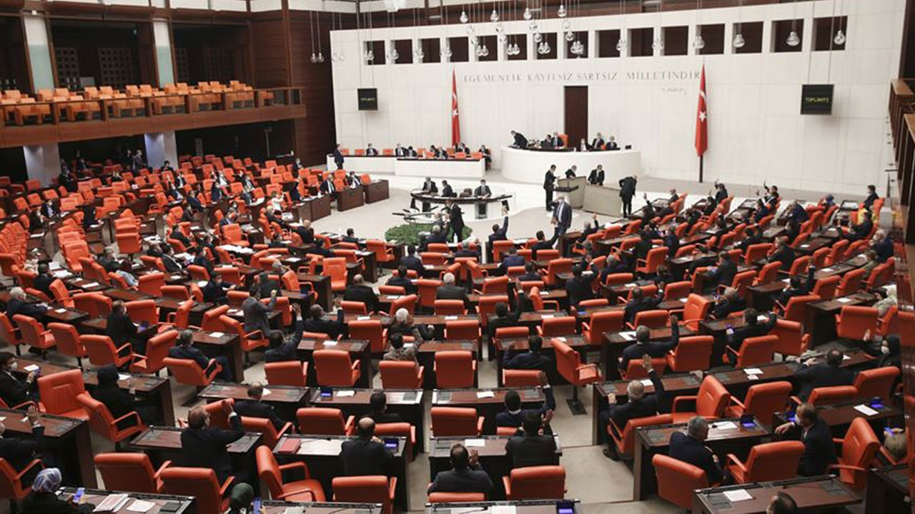 AK Parti'den iki ayrı kanun teklifi!