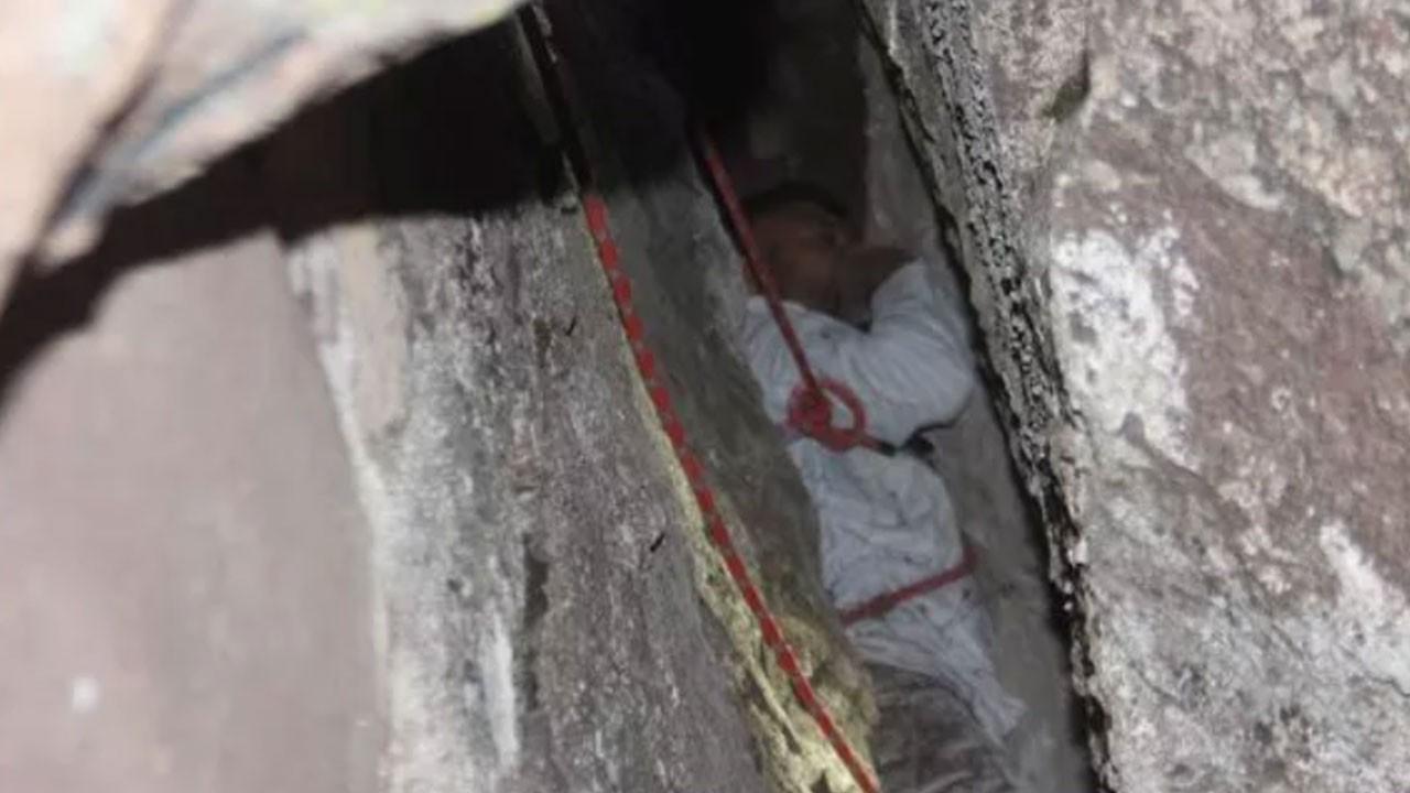 Kayalıkların arasından 24 saat sonra kurtarıldı