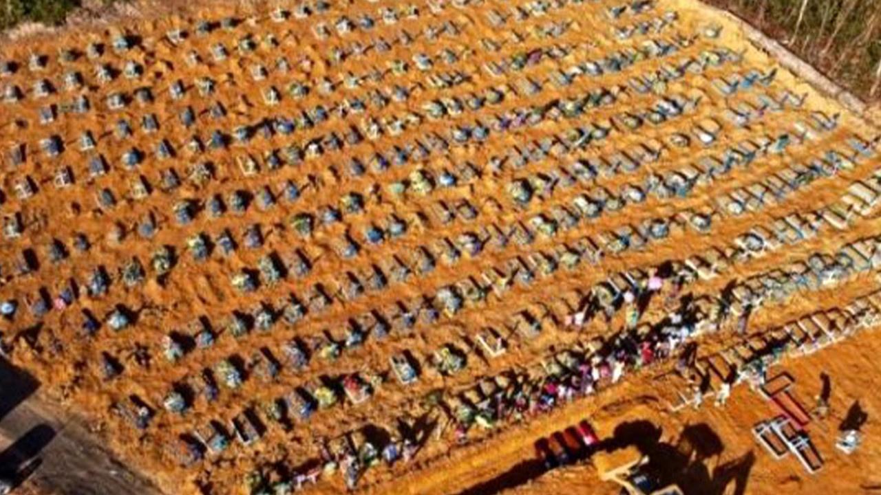 Virüsten ölenler için toplu mezarlar kazıldı!