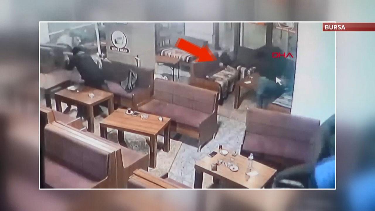 Çay ocağında silahlı çatışma kamerada