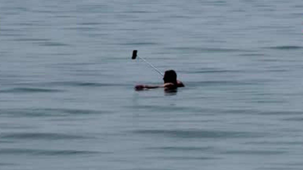 Yasağa rağmen denizden canlı yayın yaptı