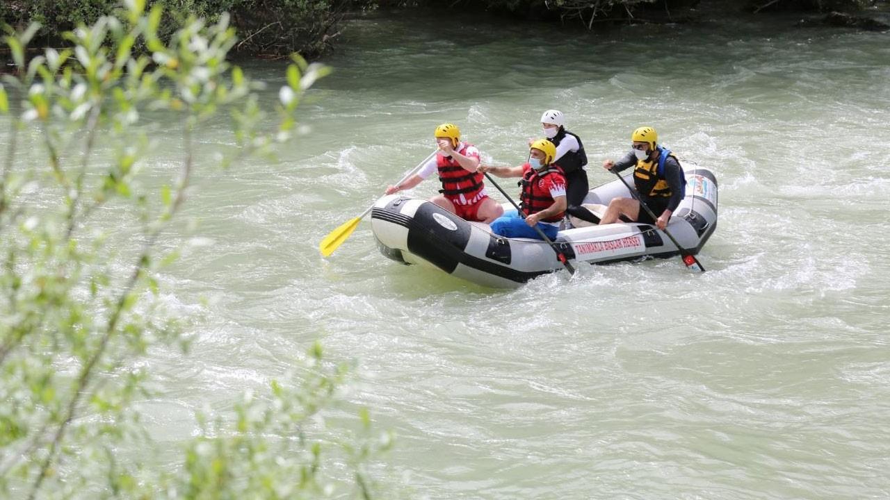 Tunceli'de yılın ilk raftingi yapıldı