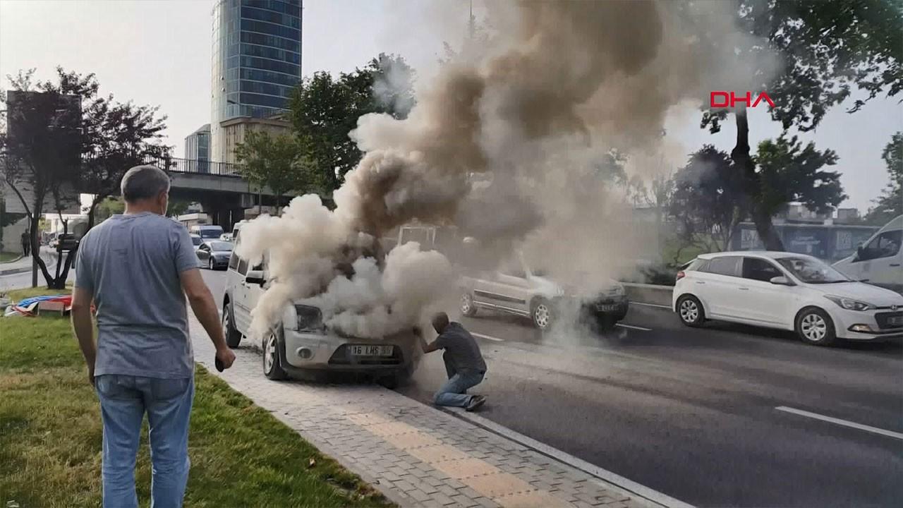 Hafif ticari araç alev alev yandı