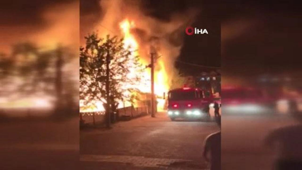 Kullanılmayan ev ve iş yeri alev alev yandı