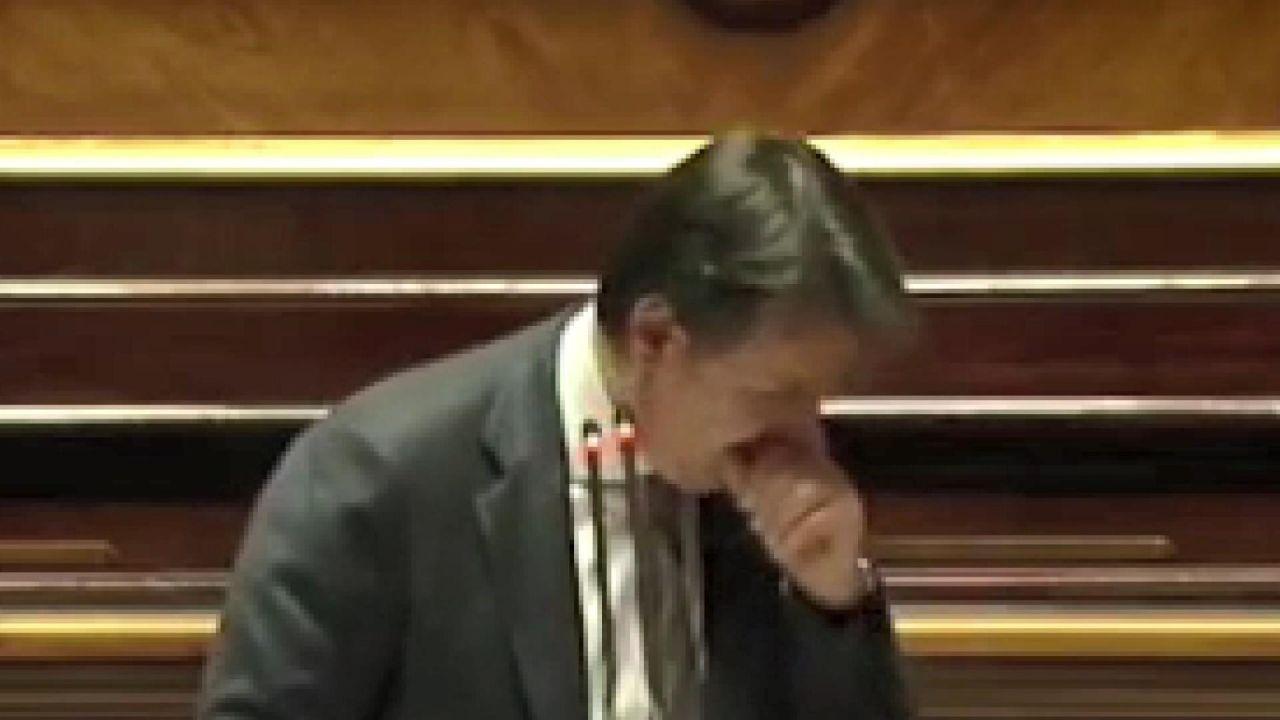 Parlamento kürsüsünde öksürük krizine girdi - Sayfa 2