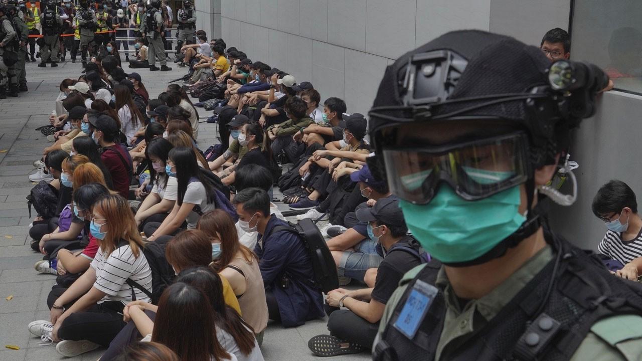 Çin açıkladı, Hong Kong karıştı!