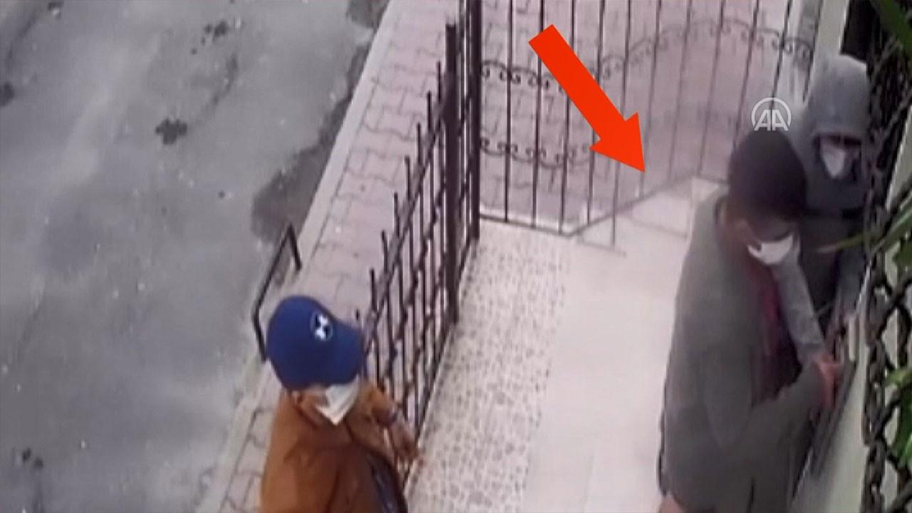 Cerrahi maskeyle hırsızlık kamerada