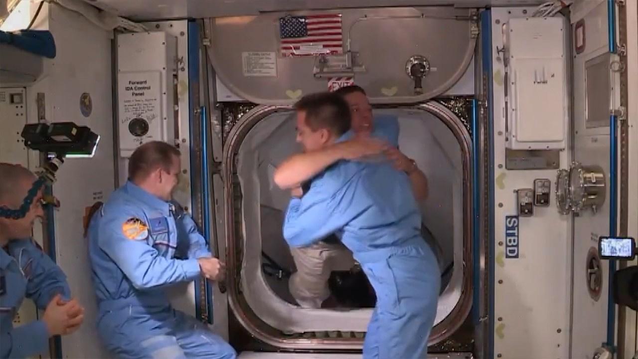 Dragon ekibi ISS ekibiyle buluştu!