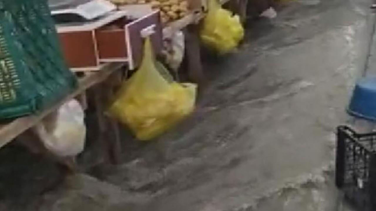 İstanbul'da sağanak yağış sele dönüştü