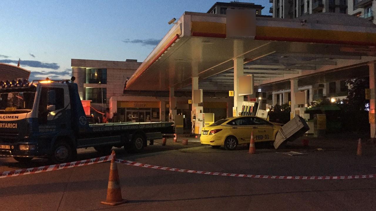 Taksi benzin istasyonuna daldı